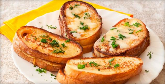 Чесночные гренки из белого хлеба пошагово