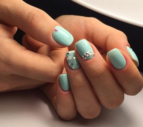 Hermoso diseño en uñas muy cortas. Video lecciones: diseño elegante ...