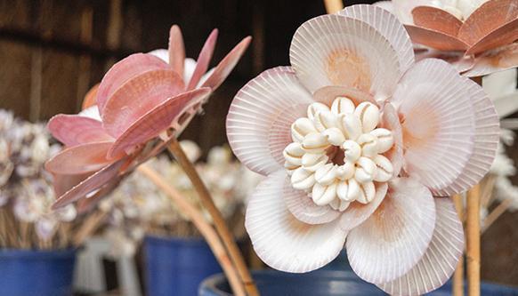 Как сделать цветок из ракушек своими руками 65