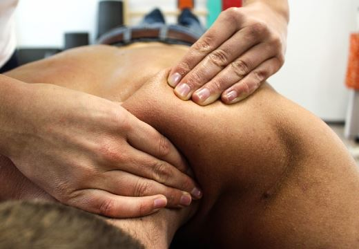 massasje video smerter nedre del av magen